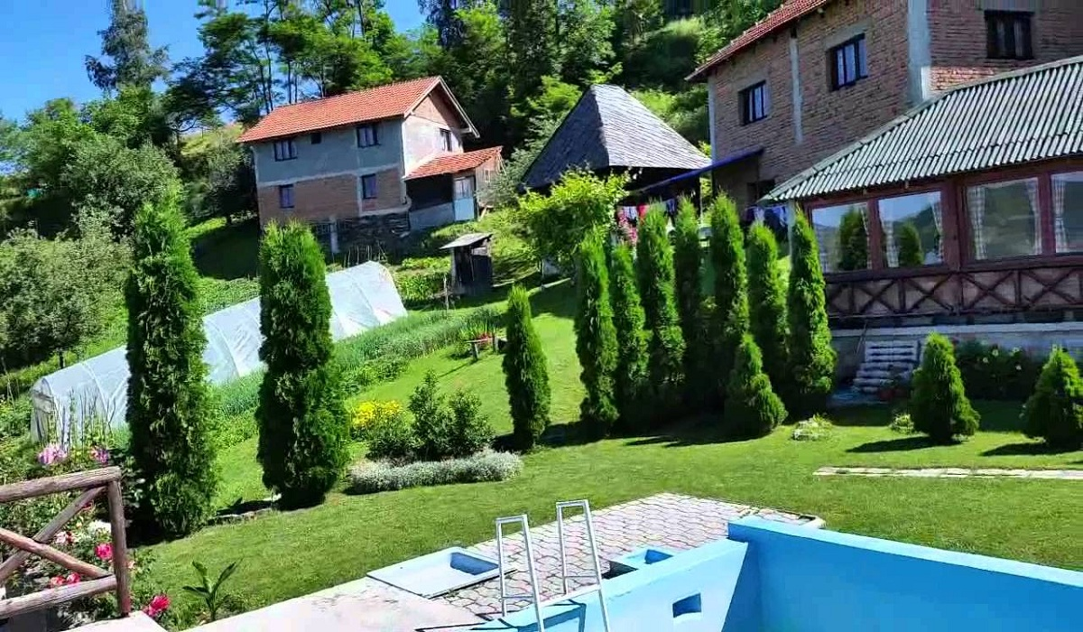 Vila Avramović seoski kompleks selo Kumanica Ivanjica 127