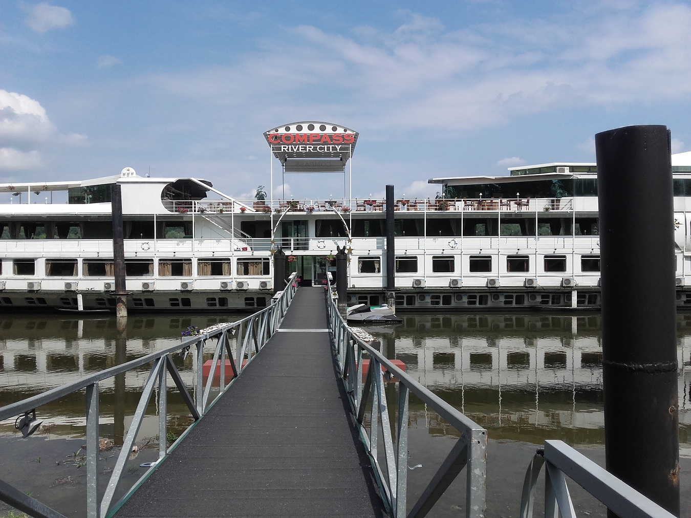 Compass River City Boat Hotel Belgrade