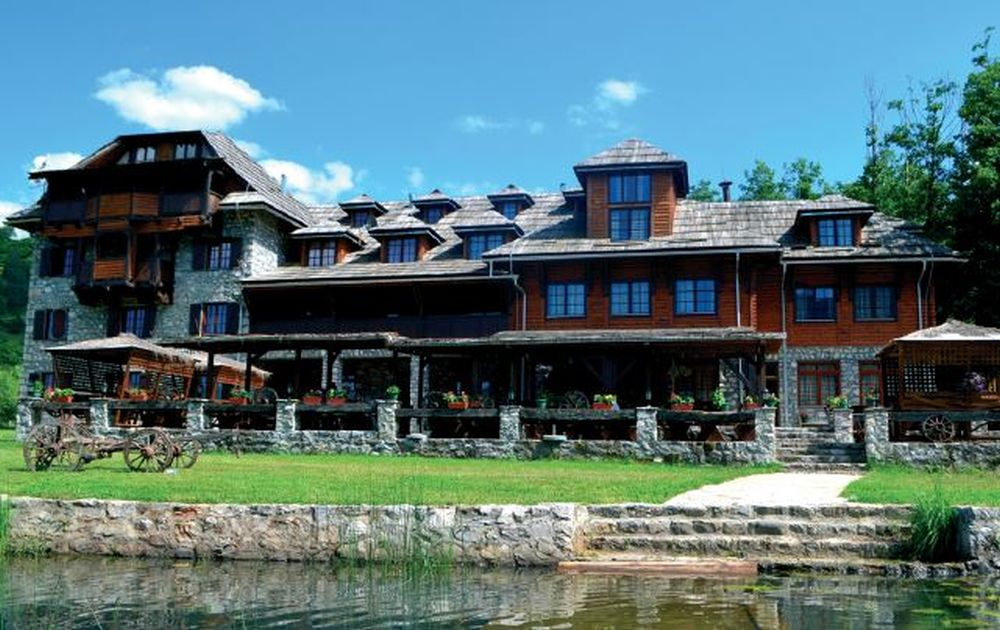 Komnenovo settlement – Kula Damjanova Hotel Plav Lake