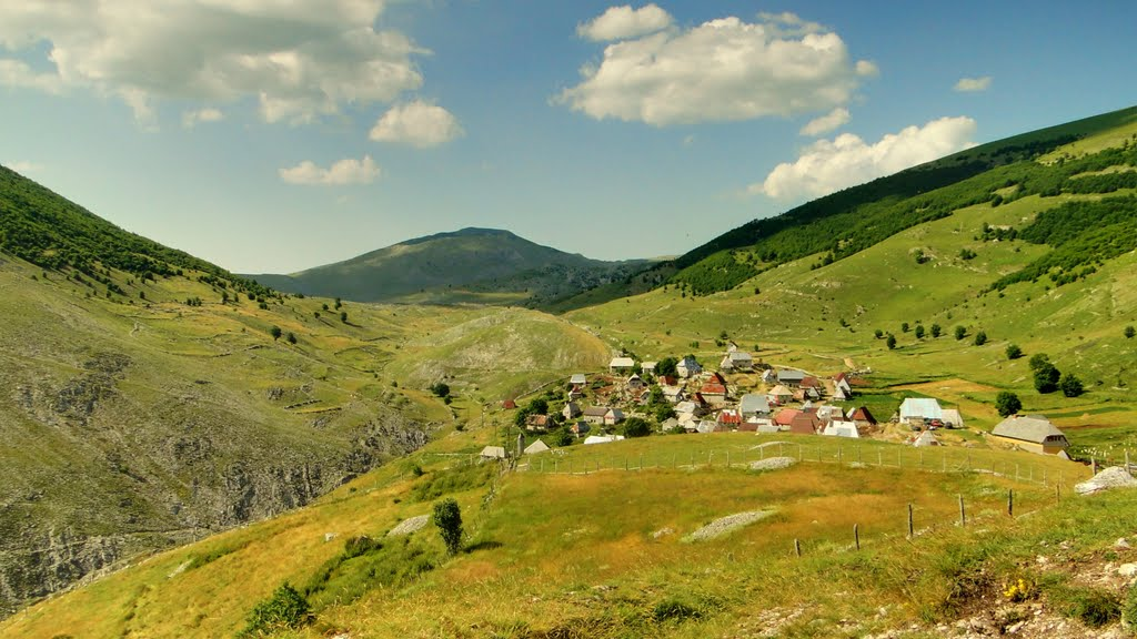Pešačka tura do gorštačkog sela Lukomir